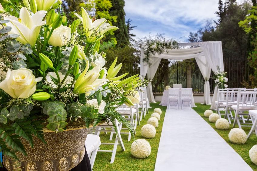 Az virágdekorációk és az esküvők kapcsolata