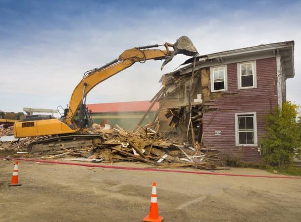 A szakszerű épületbontás