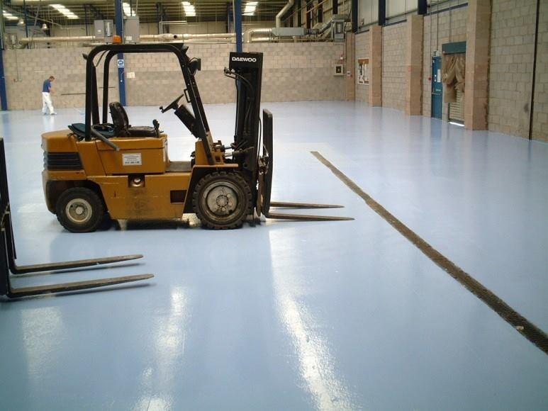 Csúszásmentes padlófelület ipari környezetbe