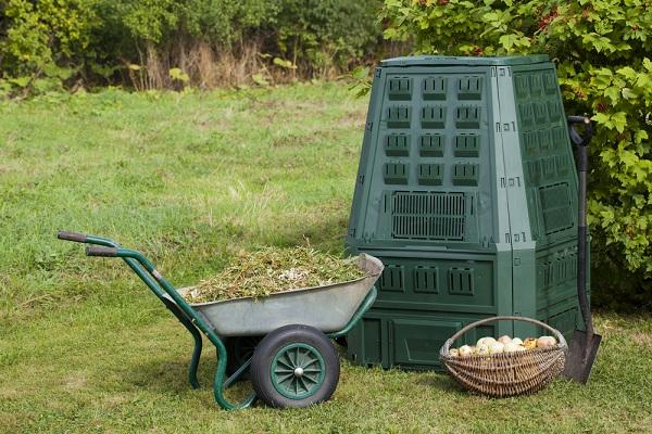 Hasznosítsa a szerves hulladékot kerti komposztálóval!