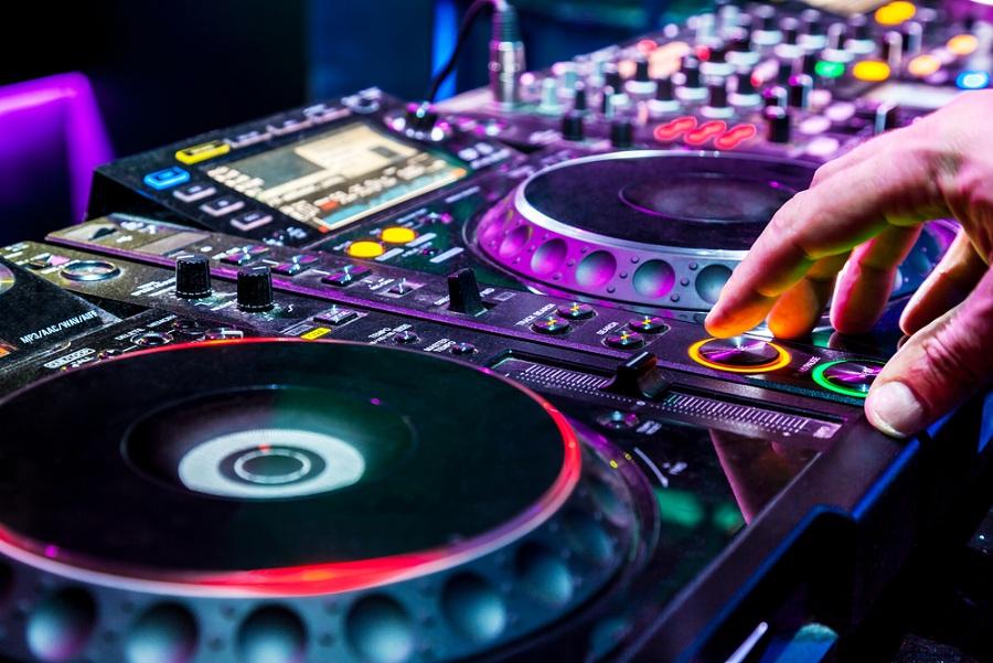Alapozza meg zenei tudását színvonalas DJ tanfolyamon!