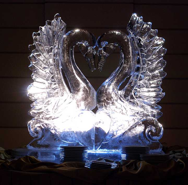 Jégszobor esküvőre: hogy a dekoráció is különleges legyen a nagy napon