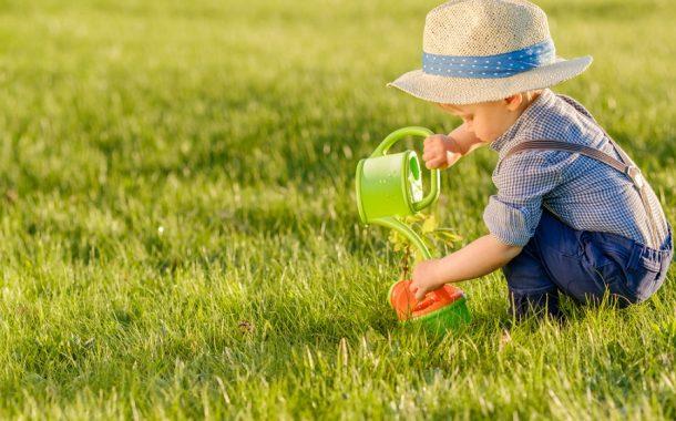 Fiú nyári ruhák: Hogyan öltöztessük a kicsiket a melegben?